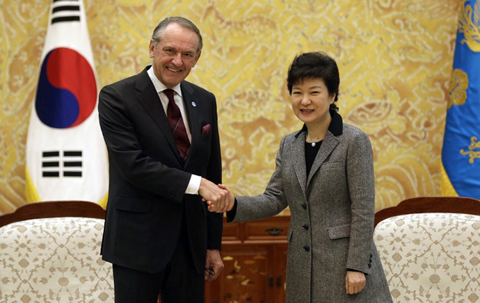 South Korean new President Park Geun-hye (R) shakes hands with UN Deputy Secretary-General Jan Eliasson before their meeting at the presidential Blue House in Seoul on February 26, 2013. (AFP Photo / Lee Jin-Man)