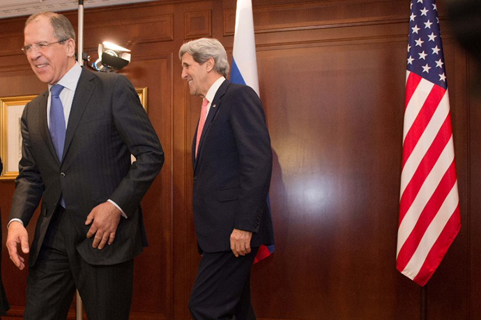 US Secretary of State John Kerry (R) meets Russian foreign minister Sergei Lavrov on February 26, 2013 in Berlin. (AFP Photo / Maurizio Gambarini)