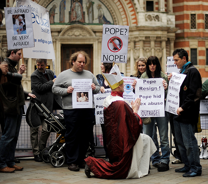 Protesters hold placards on March 28, 2010 in London, calling for the resignation of Pope Benedict XVI over abuse scandals rocking the Church. (AFP Photo / Ben Stansall)