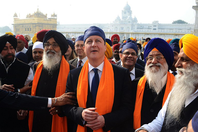 British Prime Minister David Cameron visits the Sikh Shrine Golden temple in Amritsar on February 20, 2013. (AFP Photo / Narinder Nanu)