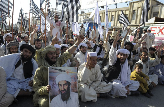 Supporters of hardline pro-Taliban party Jamiat Ulema-i-Islam-Nazaryati (JUI-N) shout anti-US slogans during a protest in Quetta on May 2, 2011. (AFP Photo / Banaras Khan)