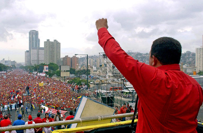 This file picture shows Venezuelan President Hugo Chavez speaking to supporters during a rally in Caracas on May 16, 2004. (AFP Photo / Presedencia)