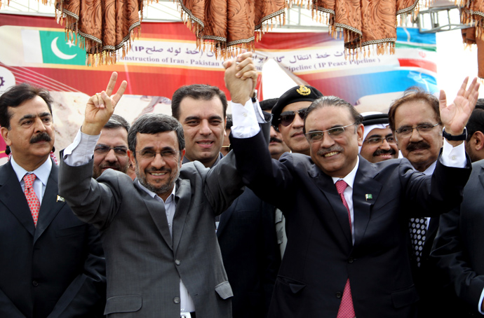 Iran's President Mahmoud Ahmadinejad (2ndL) and Pakistan's President Asif Ali Zardari wave during a ceremony marking the start of work on the 780-kilometre (485-mile) pipeline from Iran to Pakistan on March 11, 2013 in the Iranian border city of Chah Bahar (AFP Photo / Atta Kenare))