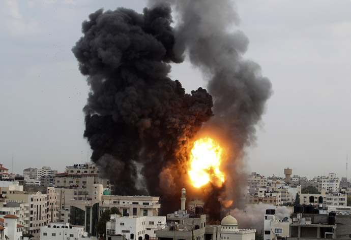 An explosion and smoke are seen after Israeli strikes in Gaza City November 17, 2012. (Reuters/Suhaib Salem)