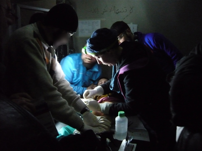 An MSF doctor dresses a severely burnt boy's wounds in an advanced medical post (photo by Brigitte Breuillac)