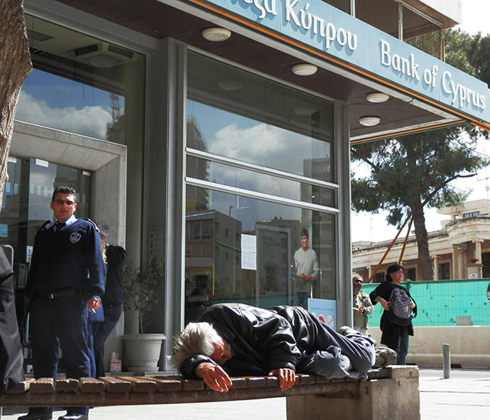 No danger of a bank run on Friday, as some Cypriots taking it easy (Photo by Patrick Henningsen)