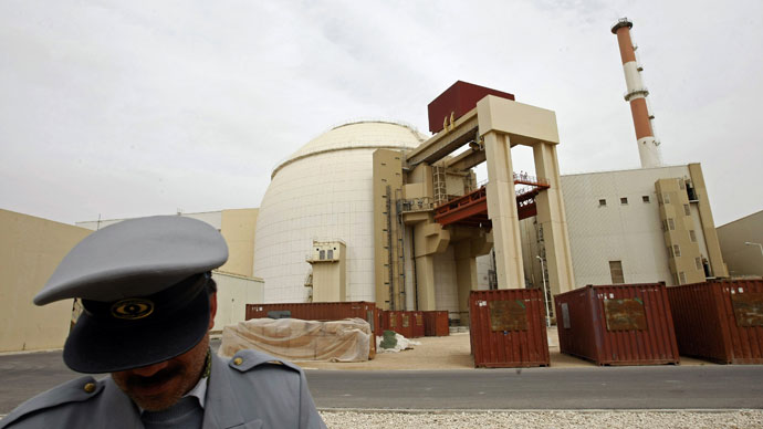 An Iranian security guard stands in front of the building housing the reactor of Bushehr nuclear power plant at the Iranian port town of Bushehr, 1200 Kms south of Tehran, on February 25, 2009.(AFP Photo / Behrouz Mehri)