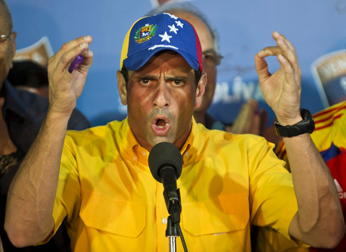 Venezuelan presidential candidate Henrique Capriles speaks during a press conference in Caracas on April 15, 2013. (AFP Photo / Ronaldo Schemidt)