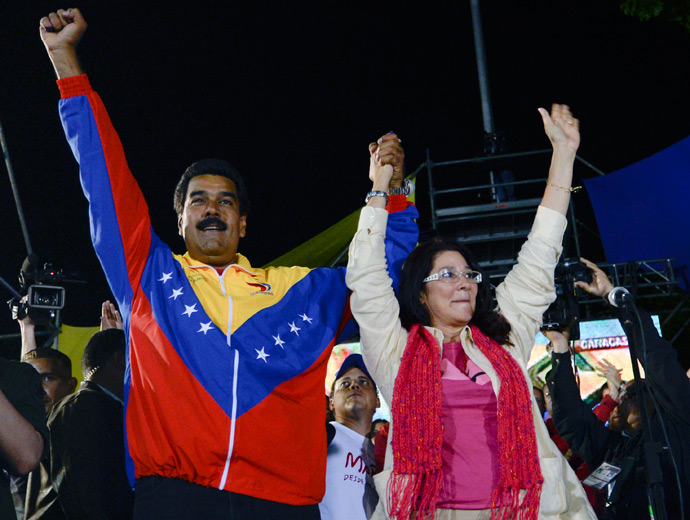 Venezuelan President elect Nicolas Maduro (L) celebrates with his wife Cilia Flores after knowing the election results in Caracas on April 14, 2013 (AFP Photo)