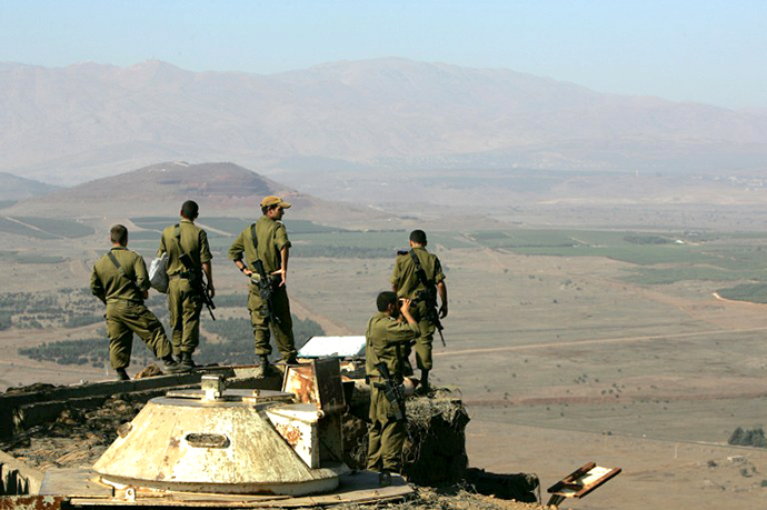 Israeli army officers look towards Syria from the Mount Bental observation post in the Golan Heights 07 September 2007. (AFP Photo / Menahem Kahana)