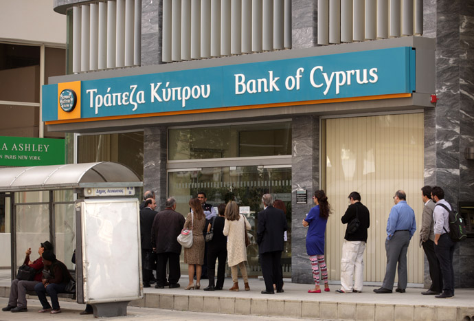 People queue up outside a Bank of Cyprus (BoC) branch in the centre of the capital, Nicosia, on April 2, 2013. (AFP Photo)