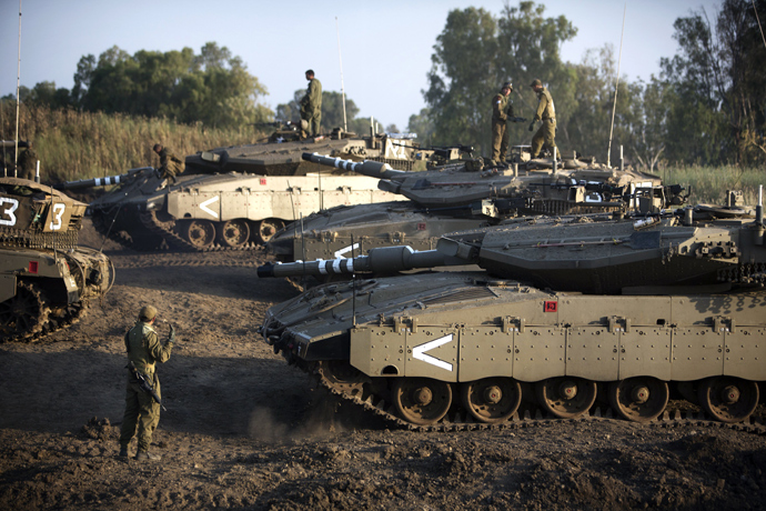Israeli soldiers are seen with their Merkava tank unit deployed in the Israeli annexed Golan Heights near the border with Syria, on May 6, 2013 (AFP Photo / Menahem Kahana)