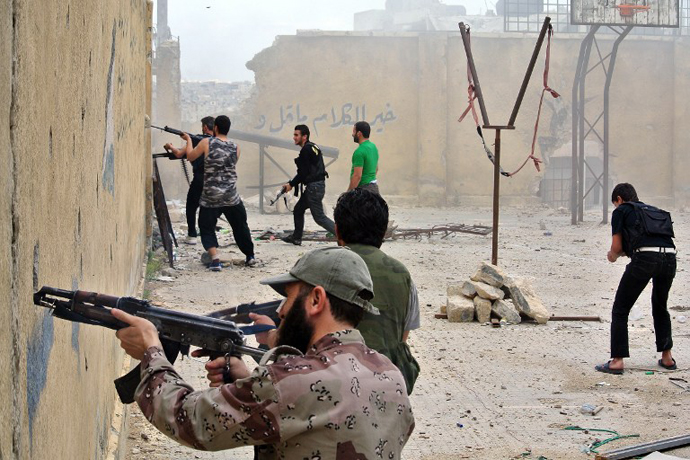 Rebel fighters fire at government forces in the northern Syrian city of Aleppo on May 12, 2013. (AFP Photo)