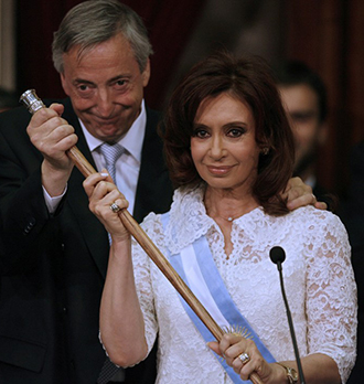 Cristina Fernandez de Kirchner takes over the Argentine presidency from her husband Nestor Kirchner, during the swear-in ceremony at the Congress building in Buenos Aires, on December 10th, 2007. (AFP Photo / Juan Mabromata)
