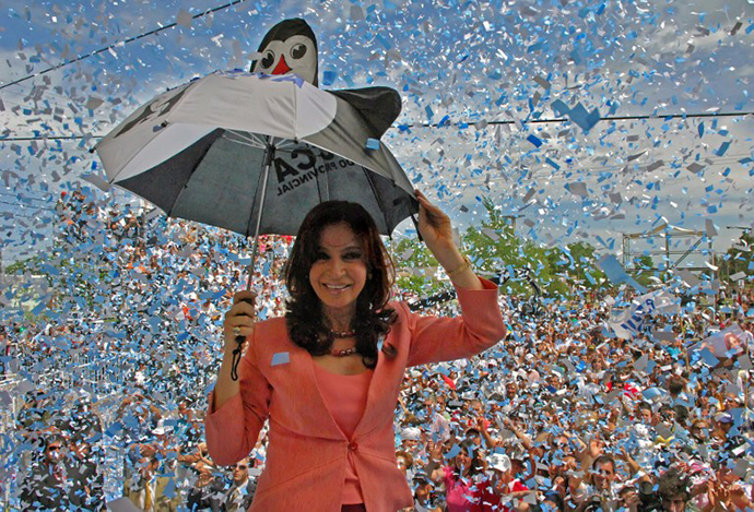 Argentina's First Lady, Senator and presidential candidate for the ruling party Frente para la Victoria Cristina Fernandez de Kirchner greets supporters 22 October 2007 in Bolivar during a campaign rally in view of the next 28 October election. (AFP Photo)
