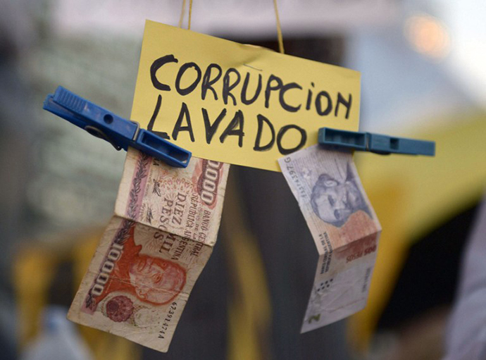 "View of a sign reading ""Corruption, laundering"" during a protest against the government of Argentine President Cristina Fernandez de Kirchner near the Obelisk in Buenos Aires on April 18, 2013. (AFP Photo / Daniel Garcia)"
