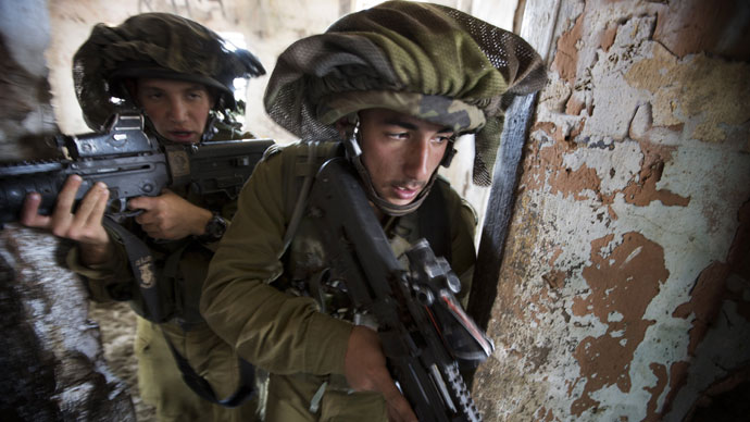 Israeli infantry soldiers of the Golani brigade take part in exercises during their deployment in the Israeli annexed Golan Heights, near the border with Syria, on May 6, 2013.(AFP Photo / Menahem Kahana)