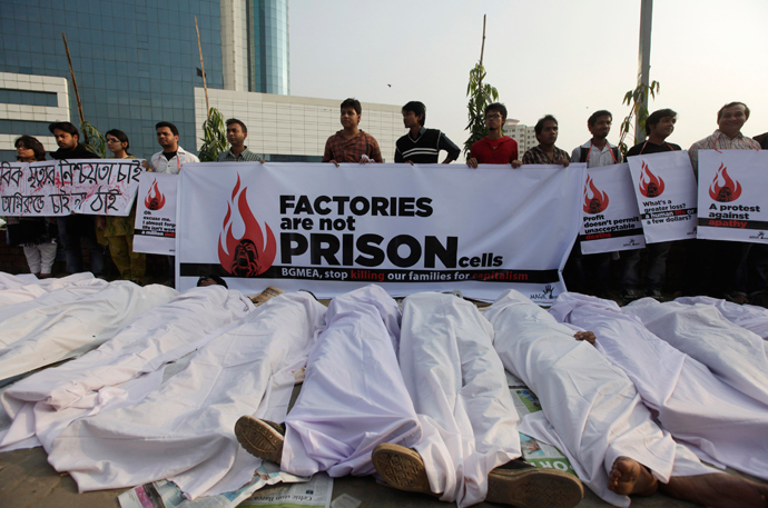 Activists of Magic Movement lie on the ground wearing traditional Muslim death robes as they stage a protest in front of Bangladesh Garment Manufacturers and Exporters Association (BGMEA) building in Dhaka November 29, 2012 (Reuters / Andrew Biraj)