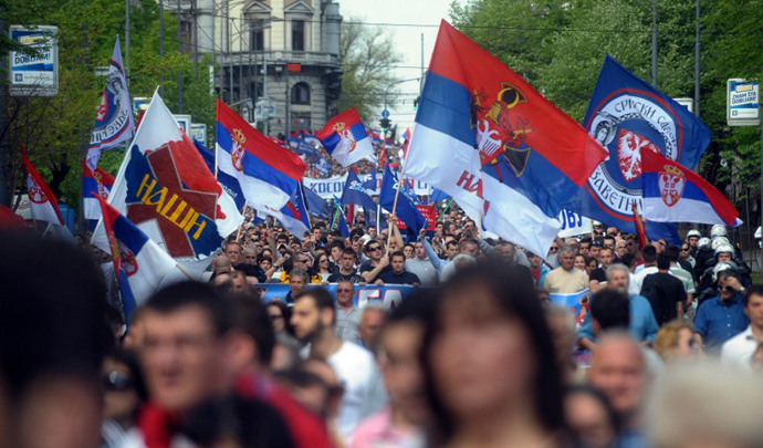 People wave flags as they a protest against an EU-sponsored deal to normalise ties between Serbia and breakaway Kosovo on April 22, 2013 in Belgrade. (AFP Photo / Alexa Stankovic)
