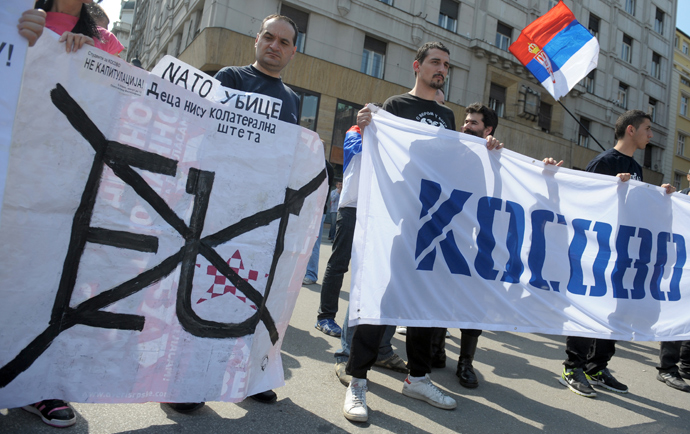 "A group of Serbian protesters hold anti EU banners and reading ""NATO Killers"" and ""Kosovo"" during a protest on April 21, 2013, in Belgrade. (AFP Photo / Alexa Stankovic)"