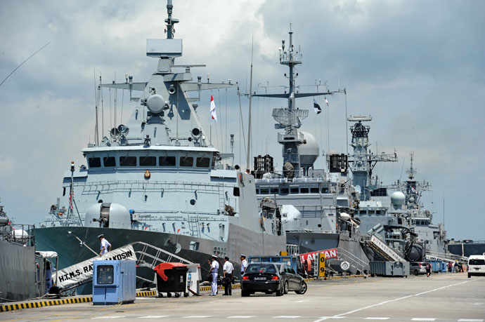 L-R: Warships from Thailand HTMS Rattanakosin (FSG-441) – Rattanakosin class Corvette, France FNS Vendémiaire (F734) – Floreal class Frigate and Britain HMS Richmond (F239) – Type 23 class Frigate line up along the dock at Changi Naval Base during the 8th International Maritime Defence Exhibition & Conference (IMDEX) Asia 2011 in Singapore.(AFP Photo / Roslan Rahman)