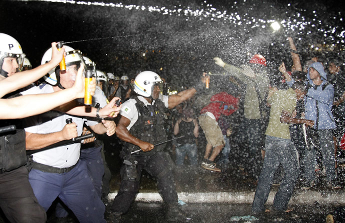 Police spray demonstrators with pepper gas during a student protest at National Congress in Brasilia, on June 20, 2013 within what is now called the 'Tropical Spring' against corruption and price hikes. (AFP Photo)