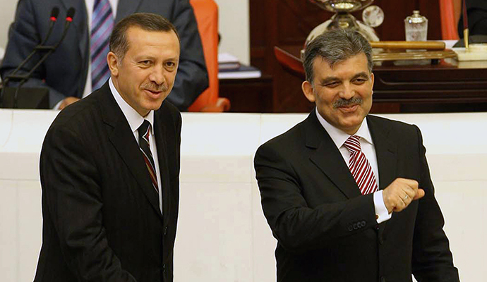 Turkish Prime Minister Recep Tayyip Erdogan (left) and Abdullah Gul (right), foreign minister and the ruling party's candidate, vote together during presidental elections at the parliamnet in Ankara, 27 April 2007. (AFP Photo)