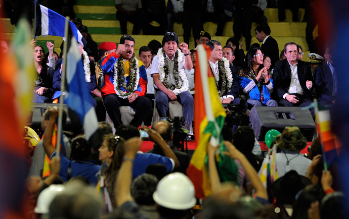 Bolivia's President Evo Morales (C) and his counterparts Nicolas Maduro (C left) of Venezuela and Rafael Correa (C, right) of Ecuador, are pictured during a welcoming gathering in honour of Morales, in Cochabamba, on July 4, 2013 (AFP Photo / Jorge Bernal)