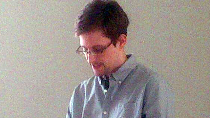 Snowden's reapplication for asylum in Russia 'will draw a line under the affair'