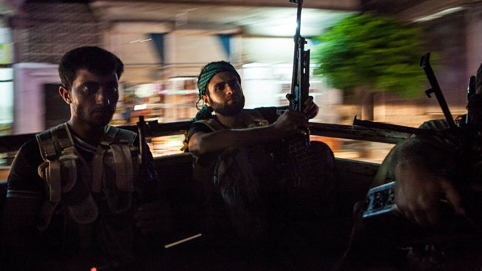 Syrian rebels head to the town of Bsankol in the northwestern province of Idlib to join comrades fighting regime forces for the control of the highway that connects Idlib with Latakia on July 11, 2013. (AFP Photo / Daniel Leal Olivas)