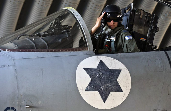 An Israeli pilot salutes from the cockpit of his F-15 Eagle fighter jet (AFP Photo / Jack Guez)
