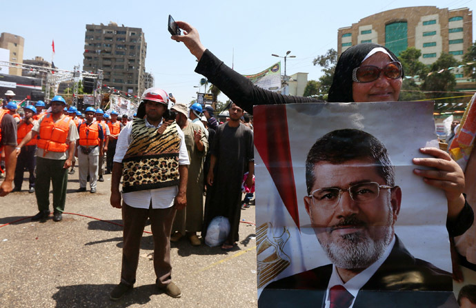 Egyptian supporters of Muslim Brotherhood and Egypt's ousted president Mohamed Morsi (on the poster) take part in a self-defense training outside Rabaa al-Adawiya mosque on July 16, 2013 in Cairo. (AFP Photo)