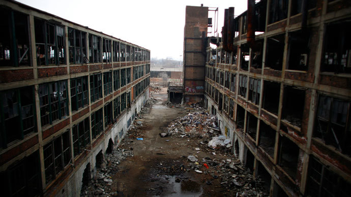 The abandoned and decaying manufacturing plant of Packard Motor Car is seen in Detroit.(Reuters / Eric Thayer)