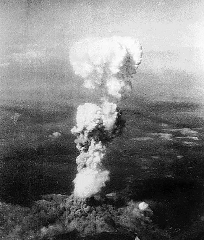 This file photo taken 06 August 1945 shows smoke billowing 20,000 feet above Hiroshima,Japan while smoke from the burst of the first atomic bomb had spread over 10,000 feet on the target at the base of the rising column. (AFP Photo)