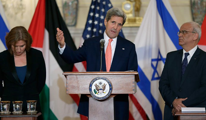 U.S. Secretary of State John Kerry (C) delivers remarks on the Middle East Peace Process Talks, as Israeli Justice Minister Tzipi Livni and Palestinian chief negotiator Saeb Erekat (R) listen at the Department of State on July 30, 2013 in Washington, DC. (AFP Photo / Win Mcnamee)