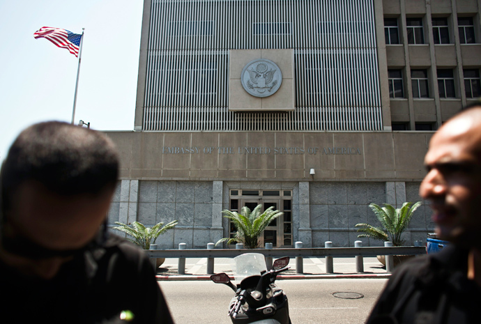 Security personnel for the U.S. embassy stand in front of the embassy in Tel Aviv (Reuters / Nir Elias)