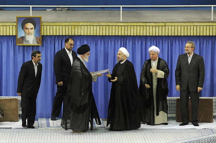 A handout picture released by the official website of the Iranian supreme leader Ayatollah Ali Khamenei on August 3, 2013, shows Khamenei (C) officially endorsing moderate cleric Hassan Rowhani (3rd R) during a ceremony in the capital Tehran. (AFP Photo)