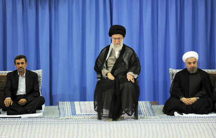 A handout picture released by the official website of the Iranian supreme leader Ayatollah Ali Khamenei on August 3, 2013, shows Khamenei (C) during a ceremony officially endorsing moderate cleric Hassan Rowhani (R) in the capital Tehran, as former president Mahmoud Ahmadinejad (L) sits by. (AFP Photo)