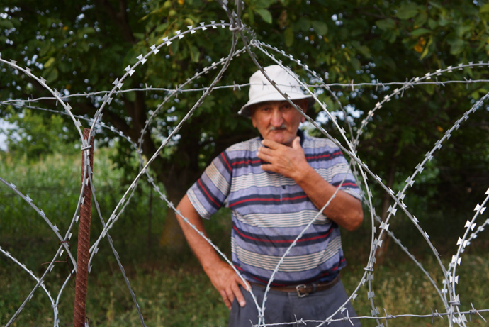 This 80-year-old Georgian man is separated from Georgia by barbed wire (RT Photo / Nadezhda Kevorkova)
