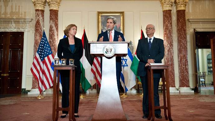 US Secretary of State John Kerry speaks to the press with chief Palestinian negotiator Saeb Erakat (R) and Israel's Justice Minister Tzipi Livni (L) at the State Department in Washington on July 30, 2013. (AFP Photo / Nicholas Kamm)