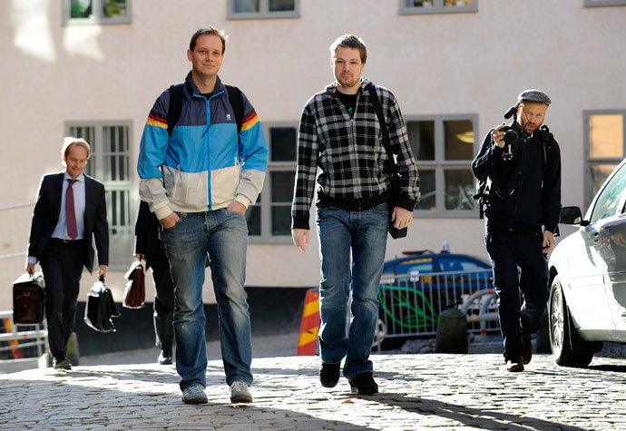Fredrik Neij (C) and Peter Sunde (2nd L), the two co-founders of the file-sharing website, The Pirate Bay, arrive at the Swedish Appeal Court in Stockholm.(Reuters / Anders Wiklund)