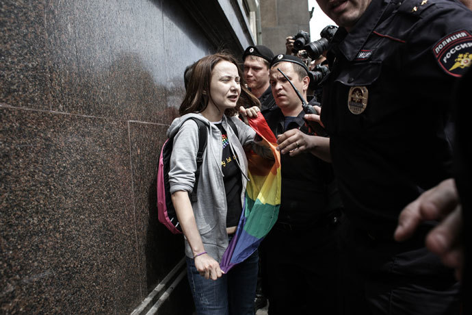Police apprehend a participant in an unauthorized rally held by gay activists outside the building of the Russian parliament in Moscow.(RIA Novosti / Andrey Stenin)
