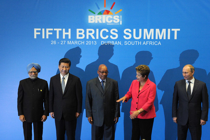 BRICS leaders (From L) India Prime minister Manmohan Singh, President of the People's Republic of China Xi Jinping, South Africa's President Jacob Zuma, Brazil's President Dilma Rousseff and Russian Federation President Vladimir Putin, pose for a family photo in Durban on March 27, 2013. (AFP Photo)