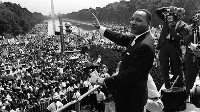 The civil rights leader Martin Luther KIng (C) waves to supporters 28 August 1963 on the Mall in Washington DC (Washington Monument in background) during the