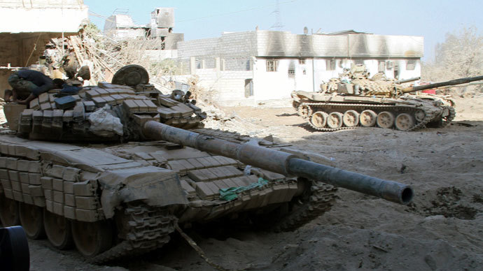 Syrian army tanks are seen deployed in the Jobar neighbourhood of Damascus on August 24, 2013.(AFP Photo / STR)