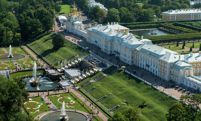 Aerial photo taken on August 29, 2013 shows the Grand Palace of the Peterhof State Museum which will host on September 5, 2013 the G20 heads of state and government, heads of invited states and international organisation as part of the G20 Summit in Saint Petersburg. (AFP Photo/G20Russia)
