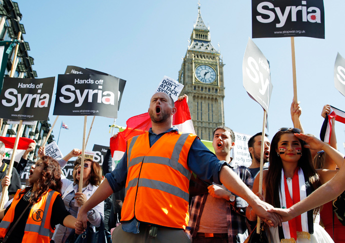 Protesters demonstrate against potential strikes on the Syrian government at Parliament Square in central London August 31, 2013 (Reuters / Olivia Harris)
