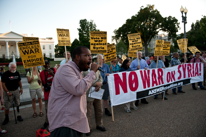 People demonstrate against US intervention in Syria in front of the White House in Washington (AFP Photo)