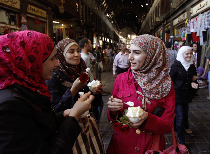Syrian women eat ice cream at the Al-Hamidieh market in old Damascus, September 8, 2013 (Reuters / Khaled al-Hariri)