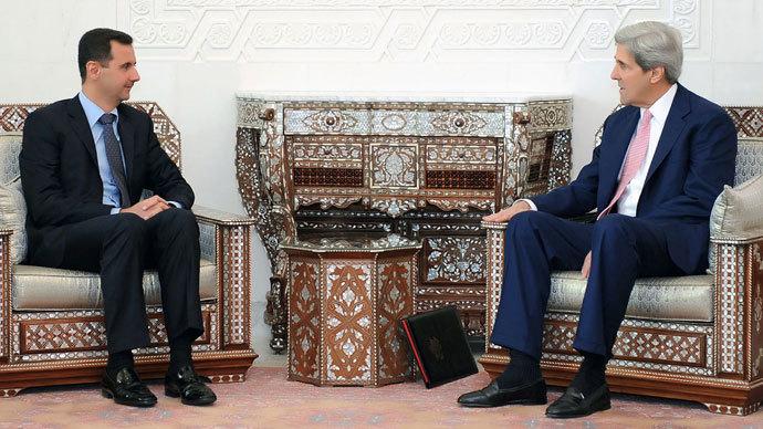 Syrian President Bashar al-Assad (L) meeting with US Senator John Kerry.(AFP Photo / HO)